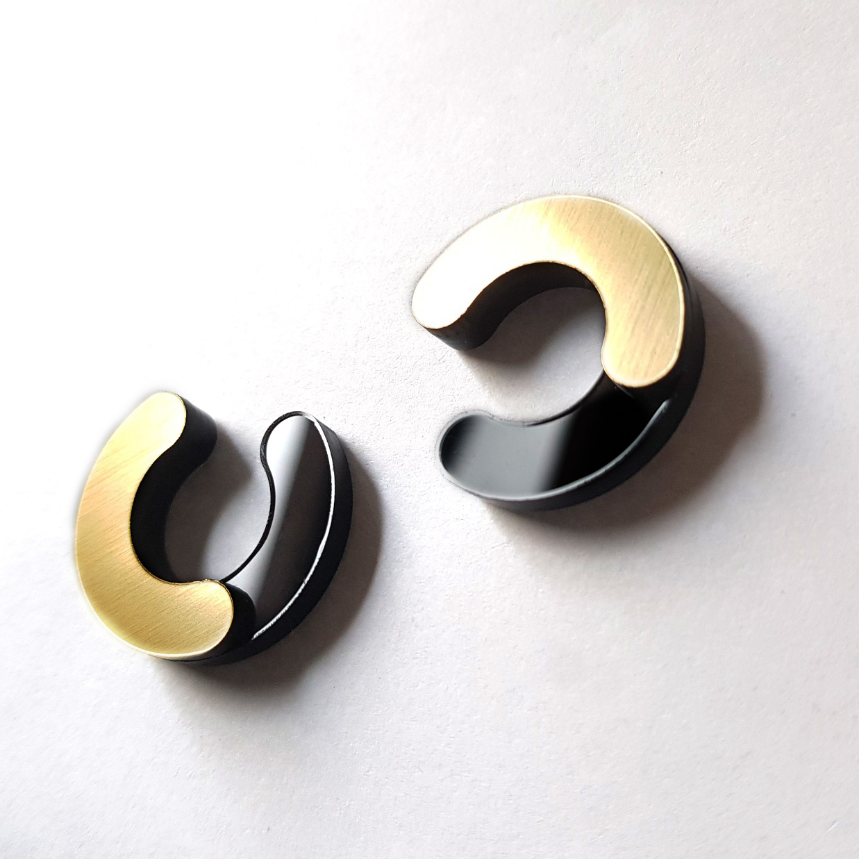 HALF CIRCLES OPEN black/gold